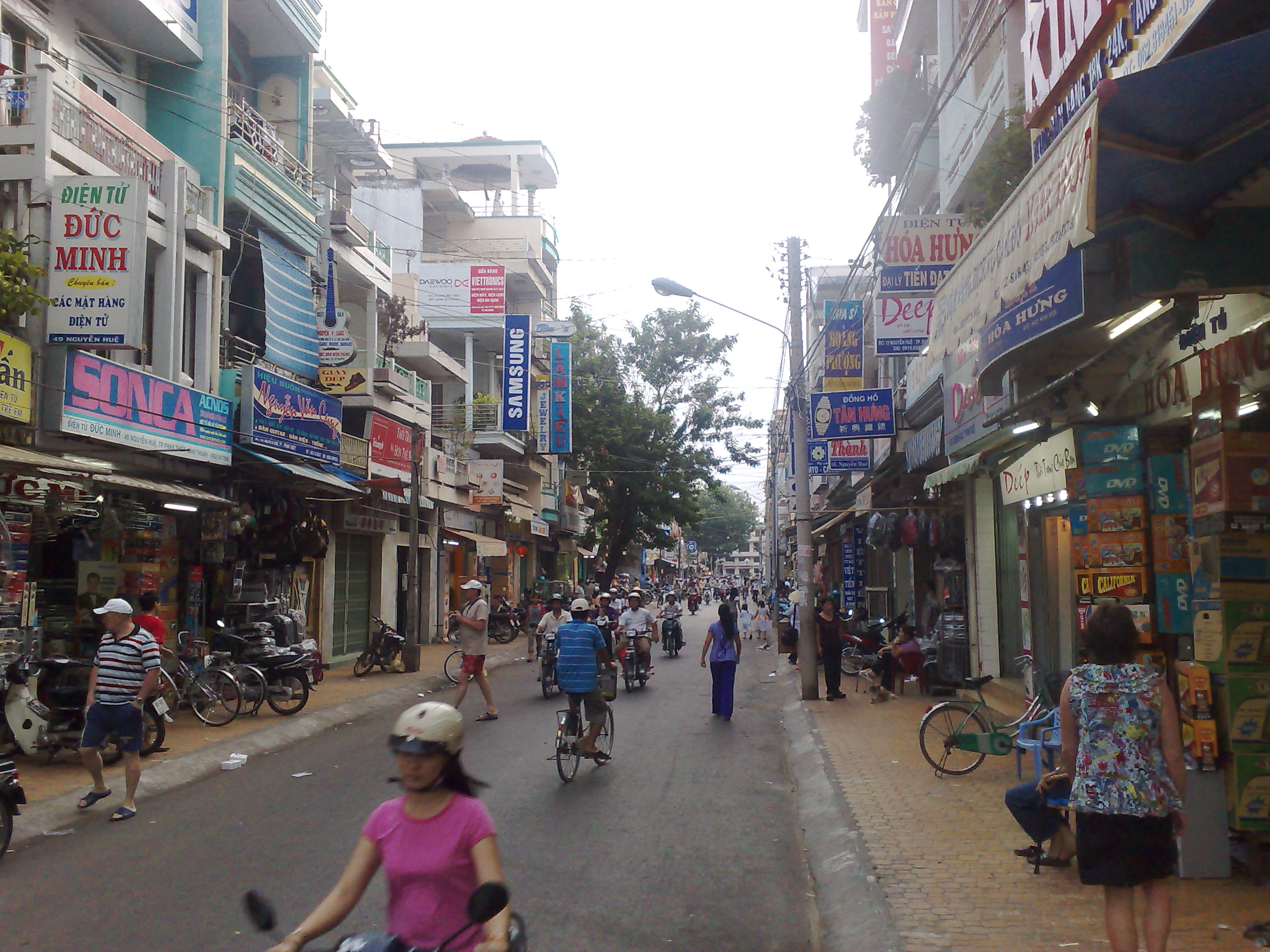 Vietnam, Phan Thiet street life