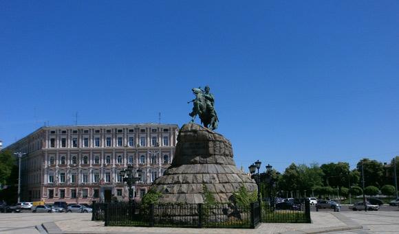 the statue of Bohdan Khmelnytsky, the revered Ukrainian hero