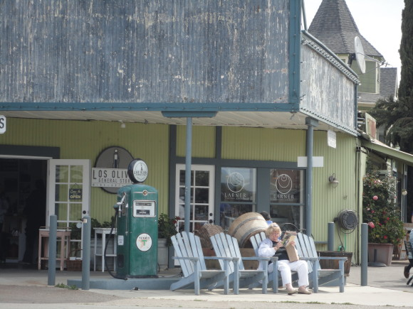 Los Olivos - the gas station and drugstore